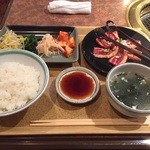 焼肉明成館 - 料理写真:カルビランチ(\880)