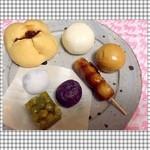 HIGASHIYA  man - *ソーダ饅頭 *甘酒饅頭 *黒糖饅頭  *みたらし団子 *紫蘇餅 *緑石 *豆大福  (左上から時計回りに)