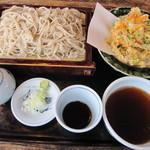藪そば - 料理写真:「かき揚げせいろ ¥700」を・・・。