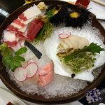 磯陣 - くじら料理と季節の魚「磯陣」刺身盛り合わせ