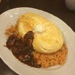 卵と私 - スフレ卵のオムライス ビーフとマッシュルームのデミグラスソース