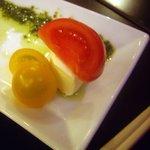 フィオーリア 新宿 アリアブル - プチトマトとクリームチーズのカプレーゼスタイル