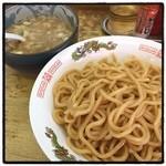 中華 つけ麺 はるき - つけ麺。 酸味と甘みが強めの濃厚魚介豚骨。 普通。