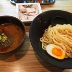 吟醸らーめん 久保田 - 吟醸つけ麺 味噌(煮玉子、モモチャーシュー追加)