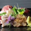 菅乃屋ホルモン - 料理写真:馬刺し盛合せ七種