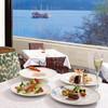 ヴェル・ボワ - 料理写真:湖を眺めながらのランチは格別です。
