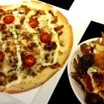 ウィスラーカフェ - お薦めプルドポークピザとナチョス
