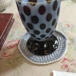 英国の風 マナーハウス - アイスコーヒーは水玉のコップでした。