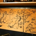 蓮生 - お店の壁に描かれた絵(鳥獣戯蕎画)