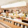 グルメバイキング オリンピア - 内観写真:本格フレンチや中国料理が揃う「音と香りのメインライブ・キッチン」