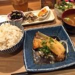 コビトカバ - ぶり照焼き定食       じゃこ炊き込み御飯       800円              美味しいわー(o^^o)