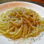 アルコリスタ - パルミジャーノチーズの黒コショウのパスタ スパゲッティーニ