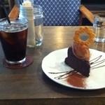 38650706 - アイスコーヒー500円ベルギー産チョコレートケーキ600円