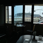 i-na cafe - 店内から江ノ島が!