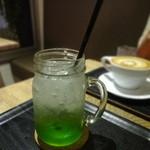 ヘブンズ・カフェ - イタリアンソーダー キウイ