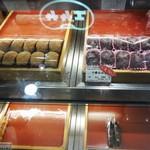 サザエ食品 - 心斎橋 大丸百貨店 地下2階の食料品街 では、こんな風に販売されています。