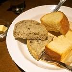 ブラッセリー エール - ランチの自家製パンはおかわりできます