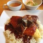 キッチンカフェ ユリシス - 牛タンシチューのオムライス