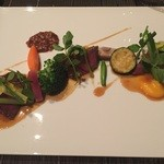 38781662 - 和牛テンダーロインのグリル タマリンドのソース  花ニラの辛子味噌和えと彩り野菜