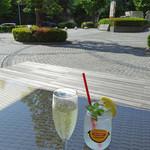 ディキシーダイナー - 石畳も緑も美しく!!