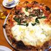 pizzeria del Mare - 料理写真:フンギとクアトロフォルマッジのハーフ&ハーフ。フォルマッジは、はちみつかけたらより絶品になります。