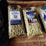 ヒロ珈琲 - コーヒー豆購入!左からマイルドブレンド・ブラジルで賞取った豆・アイス用(各100g)