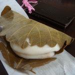 鈴木家 - 柏餅つぶ餡(160円)