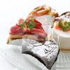 フラットリアチタ - 料理写真:店内ショーケースには季節のプチ・ガトー
