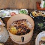 3893127 - うなぎおまぜ昼膳・・・・うなぎは宮崎産か鹿児島産でその日使用する鰻の産地が店内に表示してあります