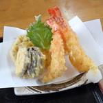 ぴんぴんや ゆたか丸 - ぴんぴんや定食の天ぷら