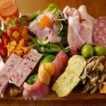 ラ ブォナ ヴィータ - 料理写真:ラブォナヴィータのガッツリ前菜盛り合わせ