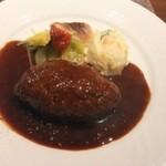 38946463 - こだわりハンバーグ。肉肉しい食感、大人のデミソースと相まって美味い。