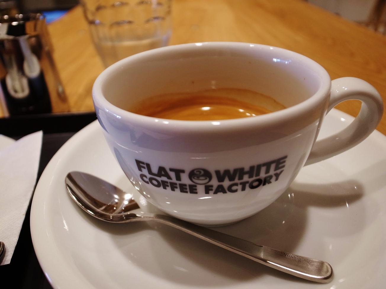 フラット ホワイト コーヒー ファクトリー ダウンタウン店