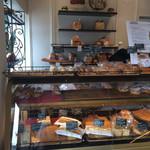 ヨーロッパン キムラヤ - いろんなパンの種類があります。高級感のある店内。