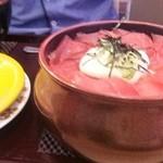 もりもり寿し - 学生時代に大好きだった息子の選んだ、納得の鉄火丼。味噌汁付き。