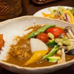 香希 - 野菜カレー・さらり(白米・普通盛り)サラダ付き:850円/2015年6月