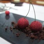 レストラン マノワ - さくらんぼの形をしたフォアグラ