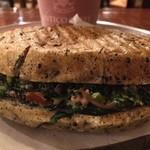 アンティコカフェ アルアビス - パンも美味しくほうれん草がサンドされたスピナッチ♬