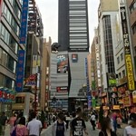 カサ・ベリヤ - JR新宿駅からコマ劇場跡地のホテルを過ぎて職安通りに向かいます。catorce de junio de 2015