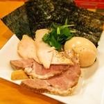 ムタヒロ - ①ワハハ煮干特製そば(特製の具は別皿盛り)