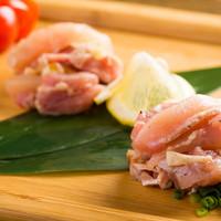 銘柄地鶏のタタキ食べ比べ(お通し)