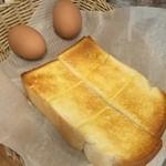 コメダ珈琲店 - モーニングセットのトースト&ゆで卵