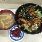 けやき食堂 - 味噌汁と柴漬けも付いて来ます。