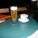バールヴィータ - カプチーノとハートランドビール