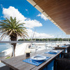 シーボニアクラブハウスレストラン - 内観写真:潮風を感じながら開放的なテラス席