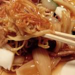 中国料理 萬里 - 麺のアップ