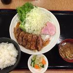 日の出牧場 - 黒豚厚切りステーキ定食1000円