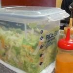味来 - 取り放題のサラダ、フレンチと和風ドレッシング。容器は綺麗でした^^
