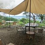 山岡ピザ - 屋外にはテント席も有る