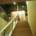 KICHIRI RELAX&DINE - 急な階段を上がって飲食スペースへ。